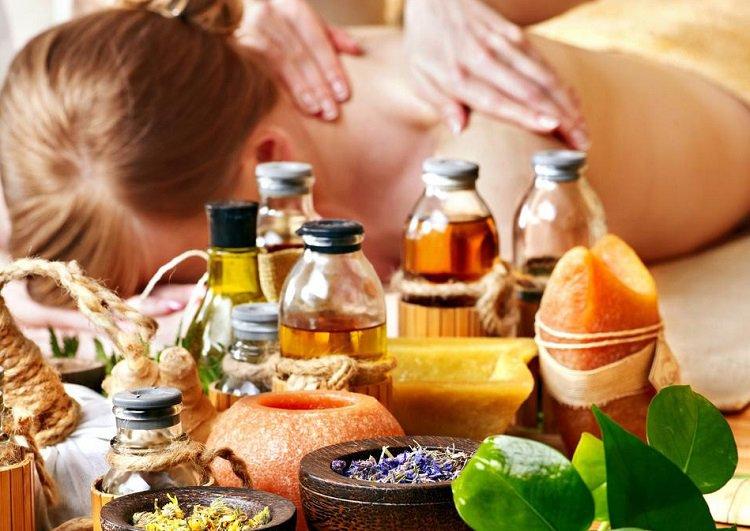 tinh-dau-go-dan-huong-massage